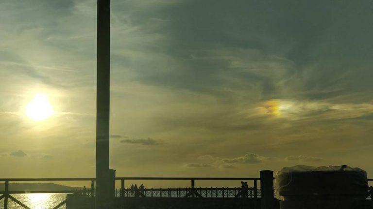 Due soli nei cieli vibonesi: il parelio incanta al tramonto – Foto