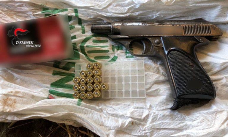 Pistola clandestina nel pagliaio a Filandari, due arresti – Video