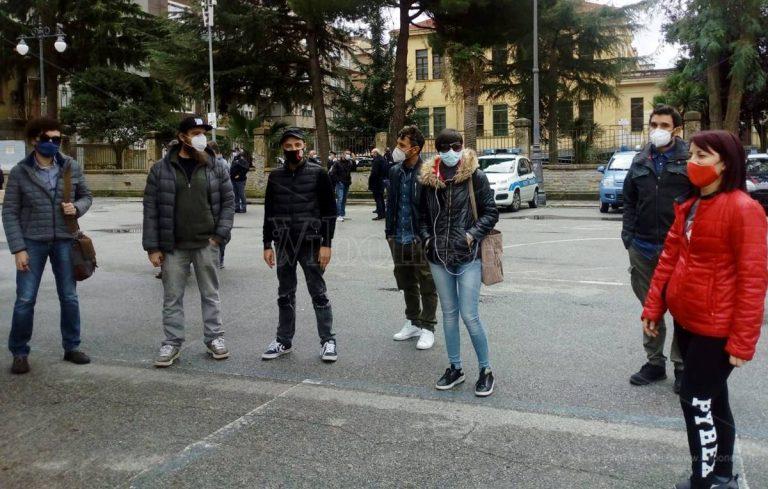 Artisti in piazza a Vibo Valentia: «Ridateci gli spettacoli» – Video