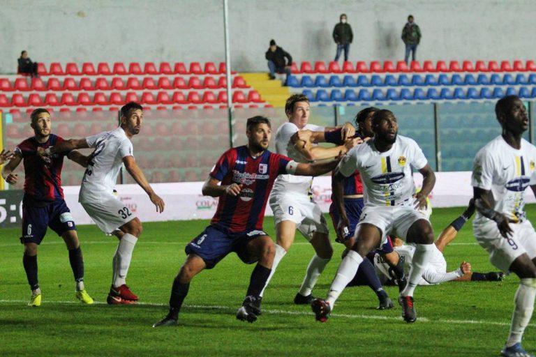 Serie C, positivi al Covid allenatore e staff tecnico della Viterbese