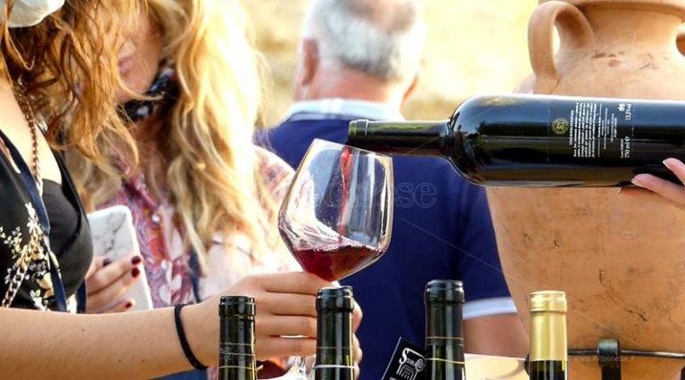 """Vini e cultura, """"Il Mediterraneo racconta"""" la Calabria positiva – Video"""