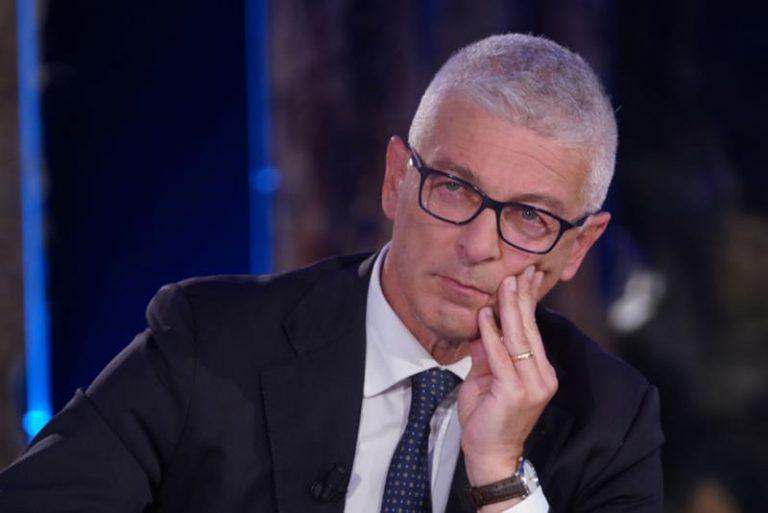 Morra nella bufera: in tanti ne chiedono le dimissioni dopo il blitz con la scorta all'Asp di Cosenza