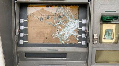 Paravati, distrutto a colpi di pietra il bancomat delle Poste