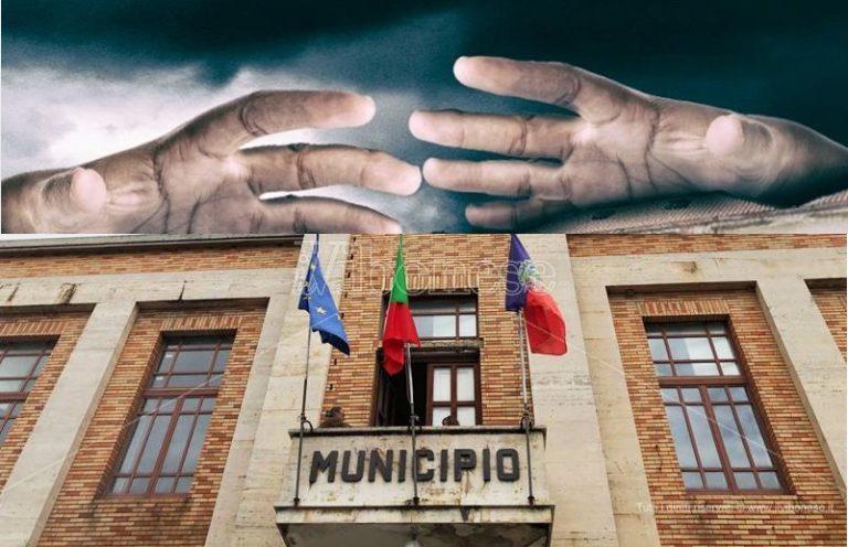 «Vibo è nel degrado e il Comune stanzia 108.500 euro di bonus per i dirigenti»
