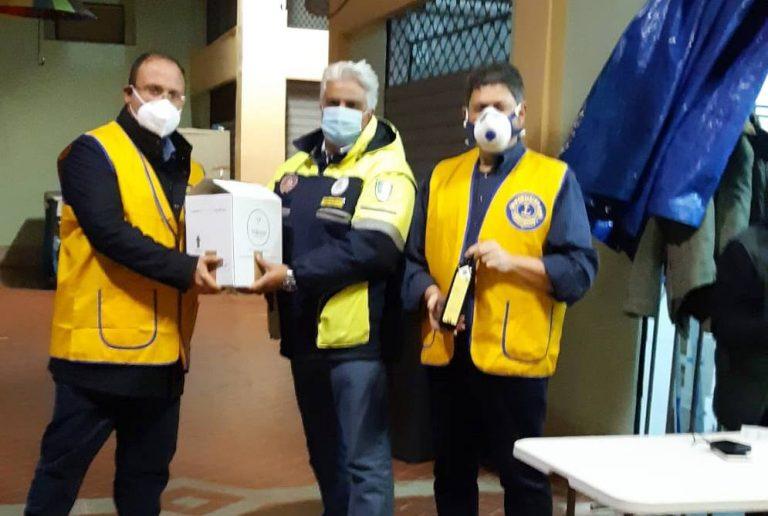 Solidarietà, Lions Vibo e Augustus distribuiscono olio alle famiglie bisognose