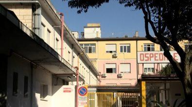 Ospedale Vibo, il calvario dei malati cronici: «Cure che ritardano e consulti nei corridoi»
