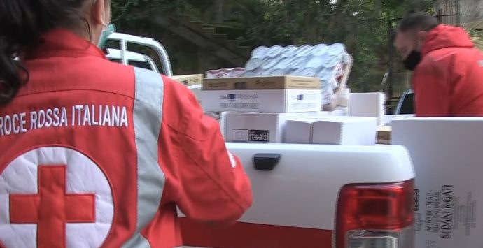 Una giornata con la Croce Rossa di Vibo e i nuovi poveri del Covid: storie di ordinaria disperazione – Video
