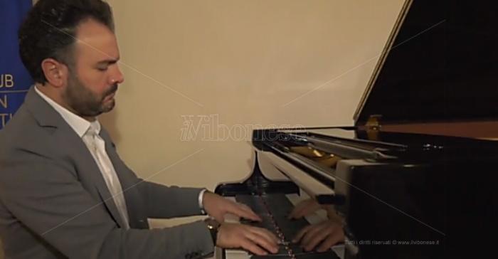 Capodanno, la musica del pianista vibonese Roberto Giordano su LaC Tv – Video
