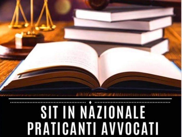 Esami avvocato rimandati, sit-in di protesta dei praticanti pure a Vibo