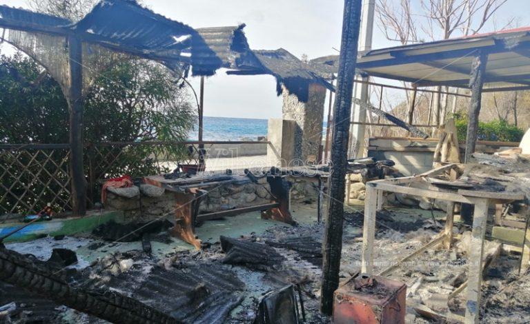 Casetta in legno incendiata a Coccorino mare, indagano i carabinieri
