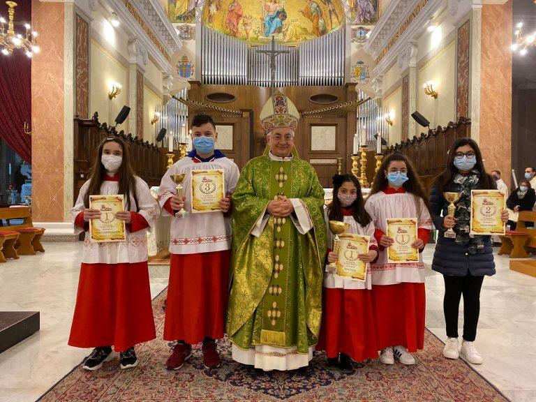"""Mileto, il vescovo premia i vincitori della prima edizione de """"Il mio presepe"""""""