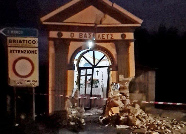 Si schianta con l'auto contro la cappella di San Basilio a Cessaniti