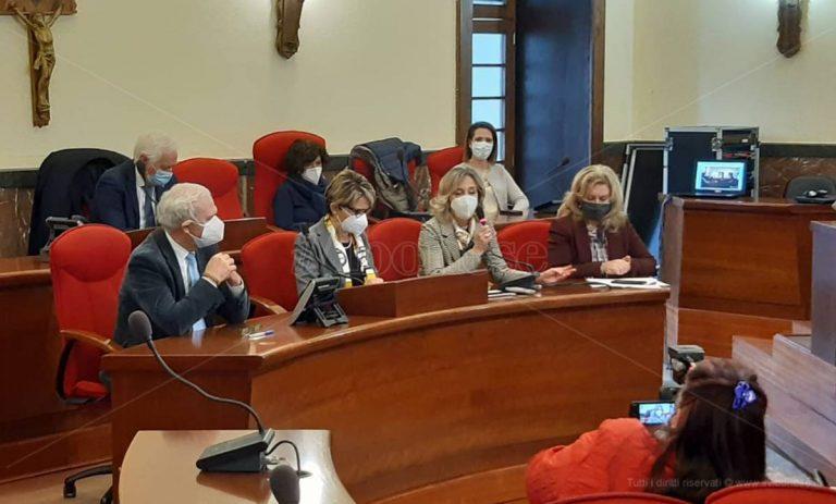 Tamponi gratuiti agli alunni di Vibo, il sindaco Limardo: «Atto d'amore per la città» – Video