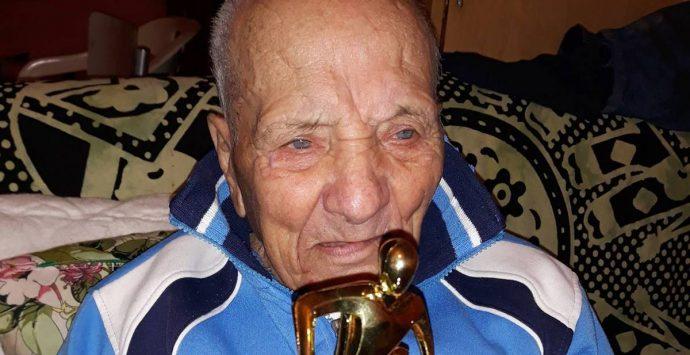 Pizzo, i 99 anni di Gianni 'i Lisa: una vita per il calcio