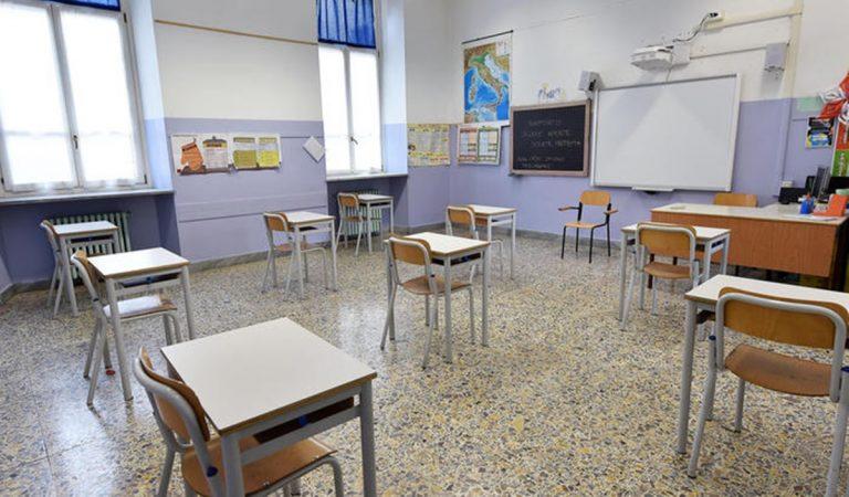 Scuole, l'Unità di crisi convocata da Spirlì chiede la chiusura di tutti gli istituti