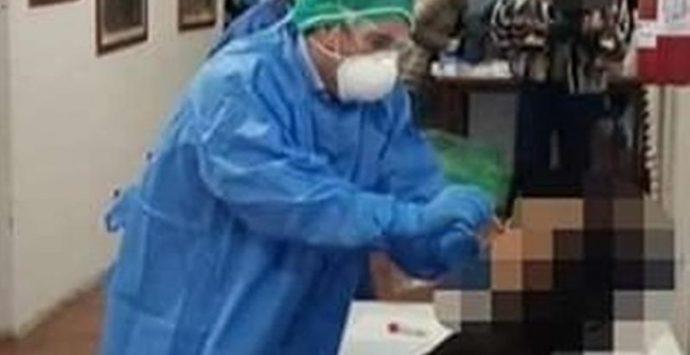 Covid, test agli alunni e al personale scolastico, il sindaco-infermiere di Nicotera in campo