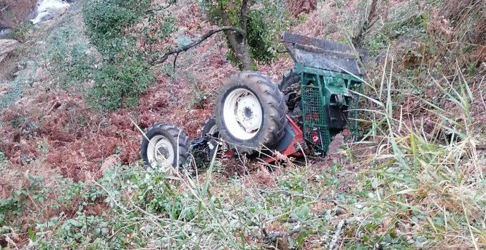 Capistrano, si ribalta con il trattore: 25enne in ospedale a Catanzaro