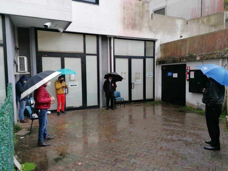 Farmacia territoriale di Vibo, gli utenti lasciati in balìa di pioggia e vento