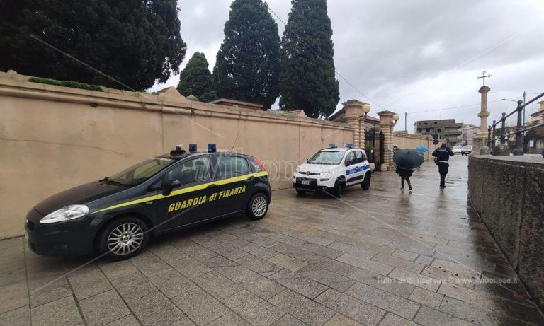 I padroni del cimitero, operazione della Guardia di finanza a Tropea: tre persone in carcere NOMI-VIDEO