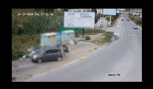 Filmato mentre abbandona rifiuti a Vibo, il sindaco: «Più lo fate più vi multiamo» – Video