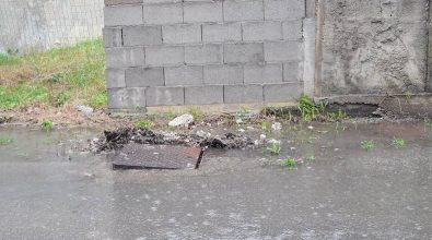 Bivona, rifiuti e liquami in strada. Patania al sindaco: «Degrado mai visto»