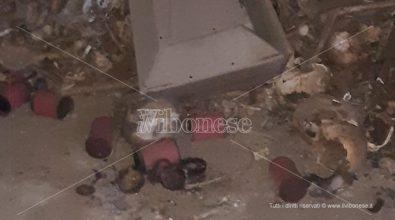 I carabinieri all'ossario di Pizzo: resti umani e rifiuti cimiteriali ma tutto risale a ben settant'anni fa