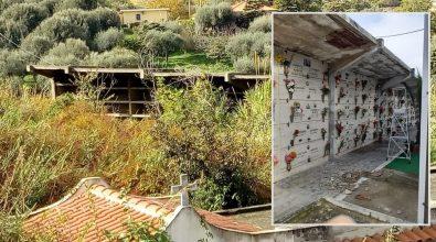 Cimitero di Bivona, il degrado incalza: erbacce, cornicioni che crollano e opere edili mai finite