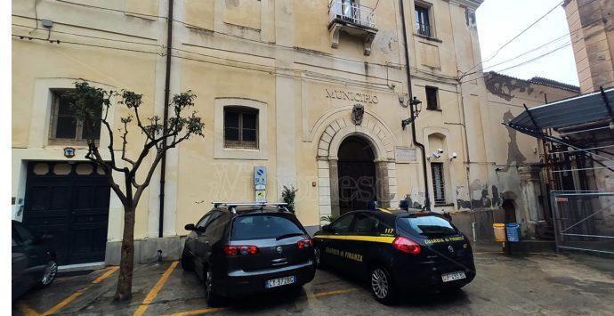 Cimitero degli orrori, a Tropea finisce nella bufera pure la politica