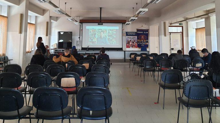 Internet e il suo uso consapevole, il Kiwanis incontra gli studenti di Vibo