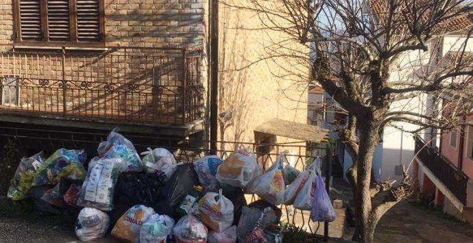 Sant'Onofrio, l'opposizione denuncia: «Territorio invaso dai rifiuti» – Foto