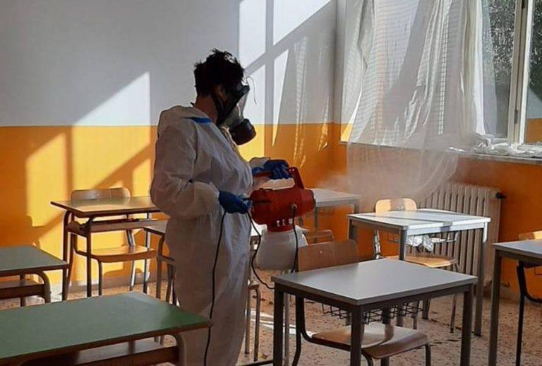 Zungri, positiva un'altra insegnante. Il sindaco: «I ragazzi restino in casa»