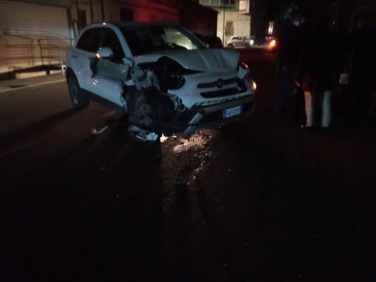 Mileto, incidente stradale in pieno centro cittadino: un ferito