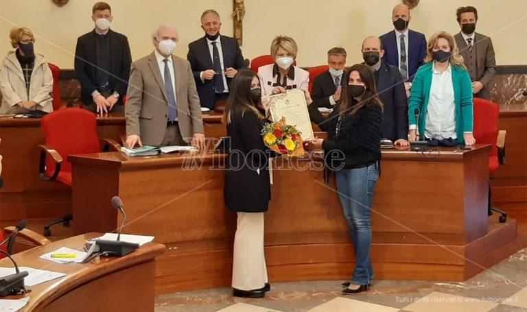 Il plauso della città di Vibo alla scrittrice Lida Michela Carullo, nominata Alfiere della Repubblica