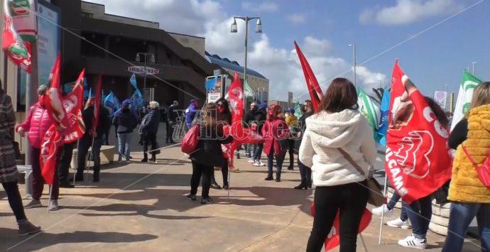 Chiude il Carrefour di Maierato: sit-in dei dipendenti ai Due Mari