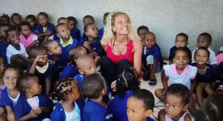 Aiutare i bambini in difficoltà, la straordinaria missione della vibonese Maria Teresa Rosano