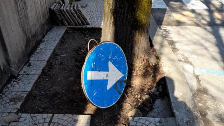 Vergogna: a Vibo c'è chi ruba anche le piastrelle dei marciapiedi!
