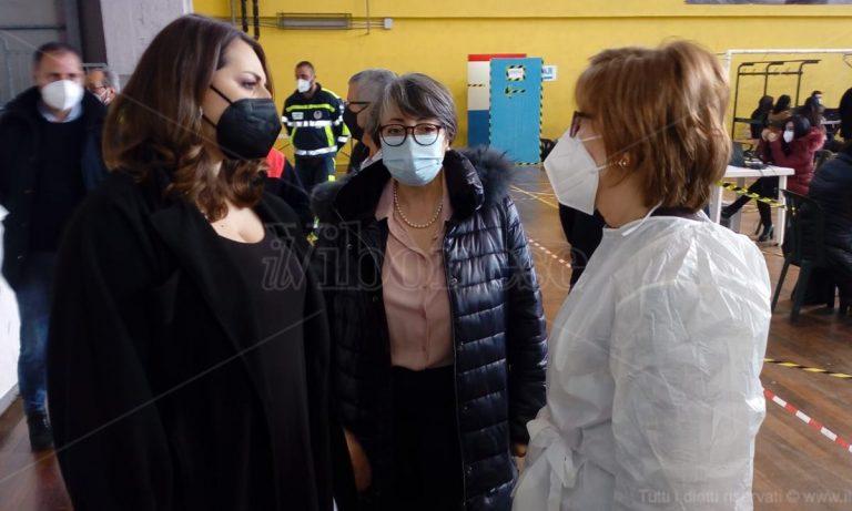 A Vibo da tutta la Calabria per vaccinarsi: «Qui il sistema funziona» – Video