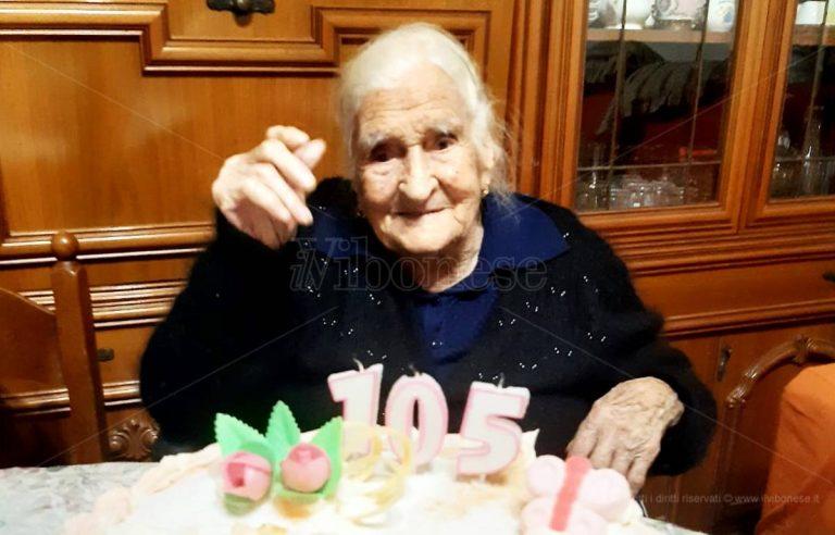 I 105 anni di nonna Angela, tra distanziamento e videochiamate vince l'amore per la vita