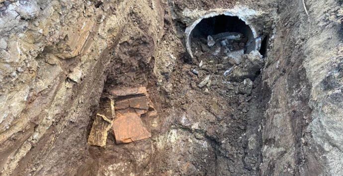 Lavori in via Santa Ruba, rinvenuta una tomba di epoca romana
