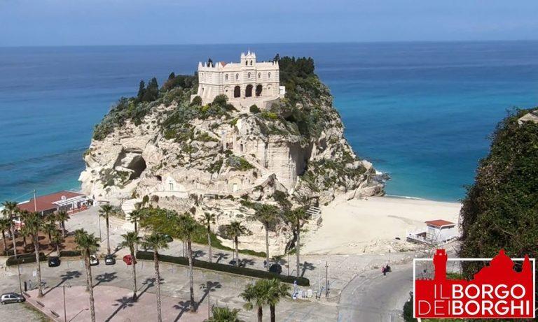Il sindaco Macrì tira la volata per l'elezione di Tropea a Borgo più bello d'Italia: il video del Comune