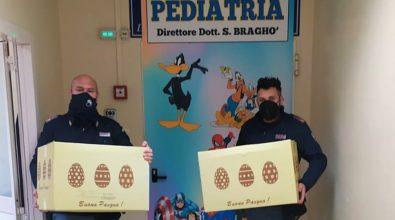 Vibo: poliziotti in reparto consegnano uova di pasqua ai bambini della pediatria