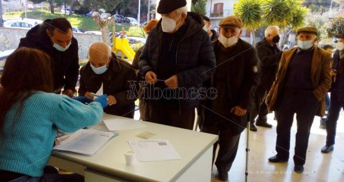 Vaccinazioni nel Vibonese, rush finale per gli over 80 ma i sindaci lamentano lo scarso preavviso