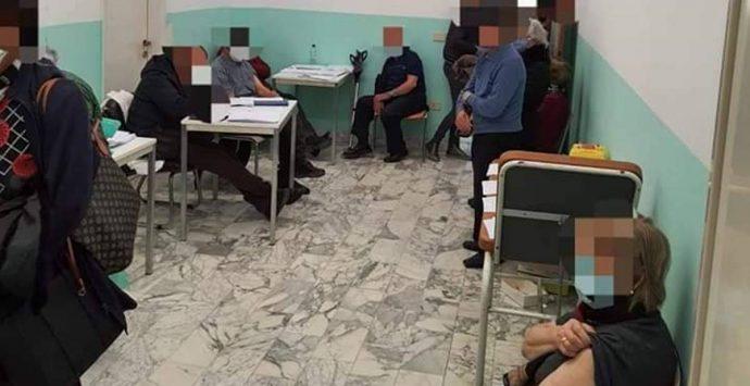 Vaccini a Nicotera, è caos. L'Udicon: «150 anziani convocati allo stesso orario»