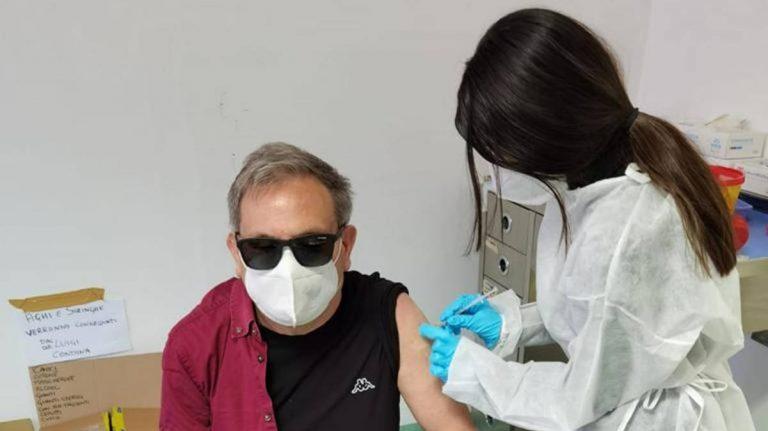 Covid, a Vibo vaccinati ciechi e ipovedenti