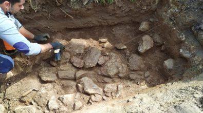 Dagli scavi per la fibra ottica riemerge il passato: è l'antica via Popilia? – Foto/Video