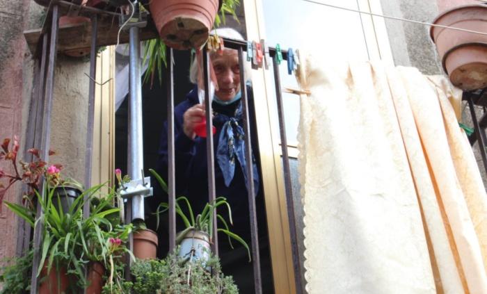 I 100 anni di zia Peppa, Potenzoni in festa per la nonnina dell'Infiorata – Video