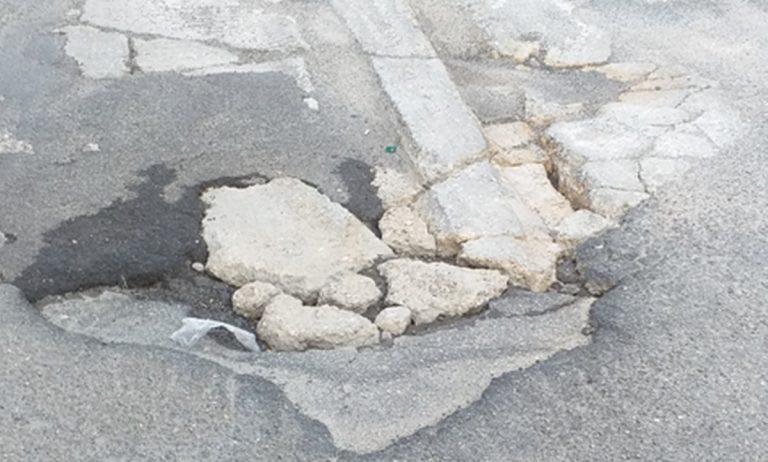 Vibo Marina e quella strada pericolosa: «Si intervenga prima che qualcuno si faccia male»