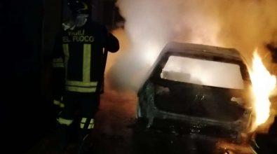 San Gregorio, auto in fiamme nella notte