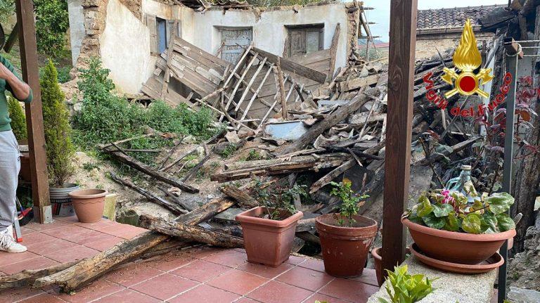 Crolla casa disabitata a Sorianello, intervengono i vigili del fuoco