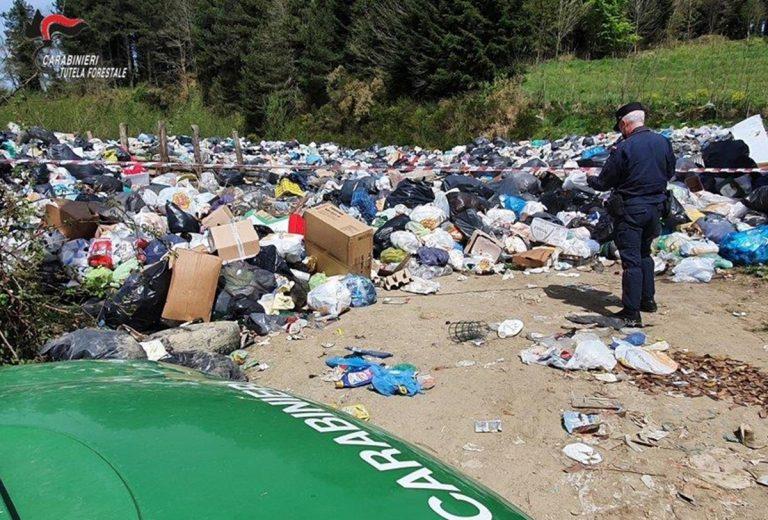 Discarica rifiuti incontrollata a Simbario, denunciati sindaco e tecnico comunale
